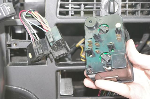 Name:  05 Saab 9000 dash panel removal.jpg