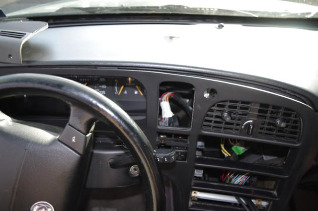 Name:  11 Saab 9000 dash panel removal.jpg