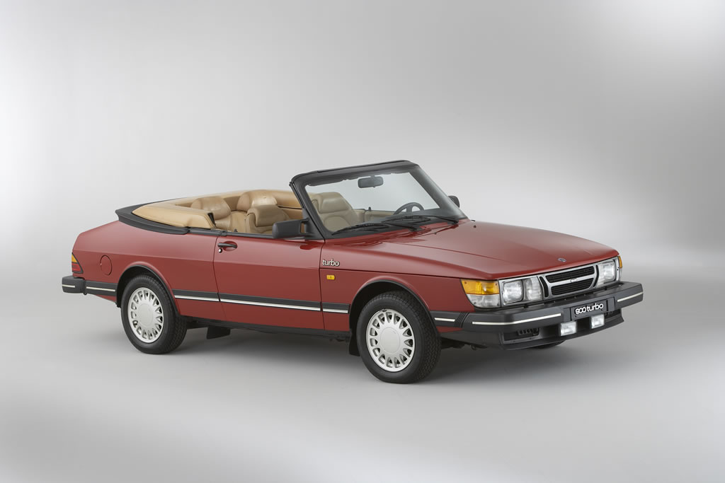 1986_Saab_900_Turbo_Convertible_usa_heritage_collection_W86HV_SB003