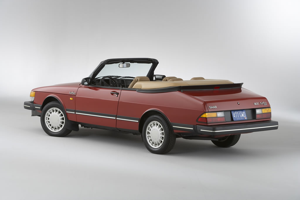 1986_Saab_900_Turbo_Convertible_usa_heritage_collection_W86HV_SB004